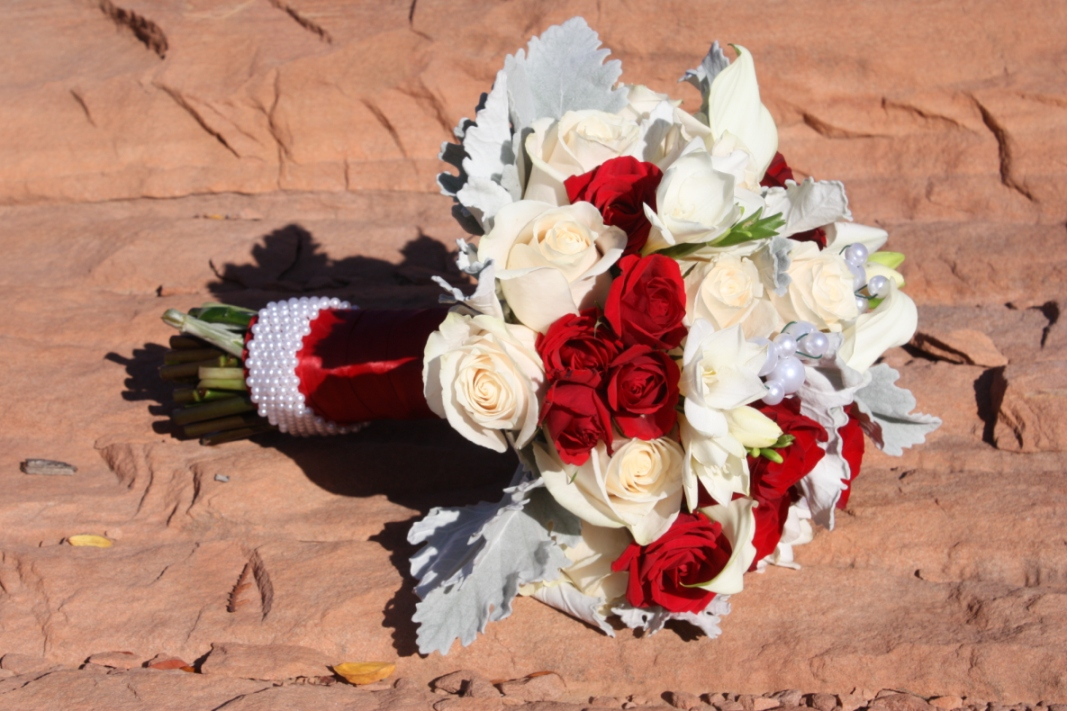Creative Bridal bouquet wraps | Southernn Utah wedding flowers ...
