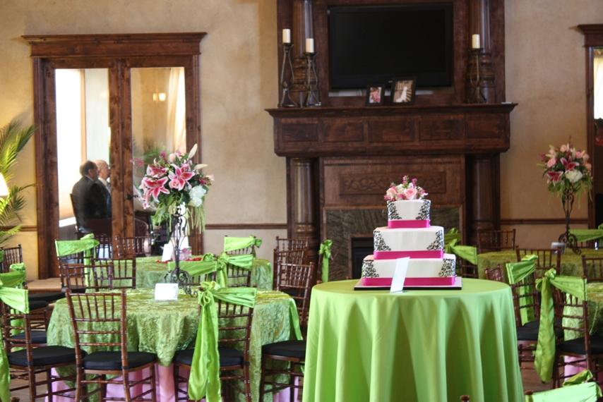 fuchsia and black 3 tiers wedding cake